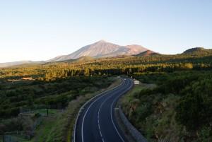 Carretera TF-373 y El Teide desde San José de Los Llanos