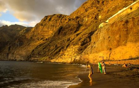 Los paisajes costeros tienen en Tenerife una especial importancia tanto por su diversidad como por la relación de la población con el mar. Existen múltiples valores ecológicos, patrimoniales o económicos asociados a los paisajes costeros y submarinos aún poco conocidos por el turismo y por la ciudadanía residente. Además de contribuir a valorar la riqueza […]